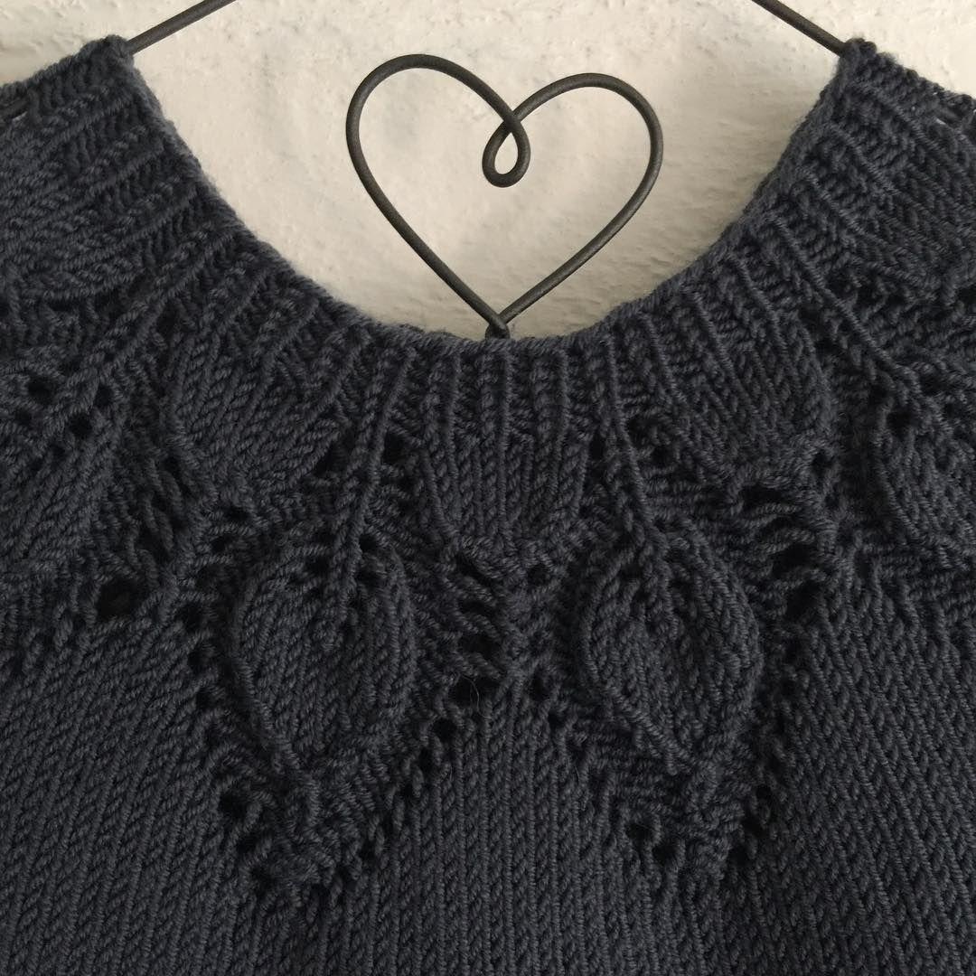 D E T A L J E R 🍃 Nydelig mønster designet av @leneholmesamsoe 🌿 #leneholmesamsøe #sandnesgarn #tynnmerinoull #merinowool #knitstagram #knittersofinstagram #instaknit #strikkedilla #strikket #knit #knitting #babystrikk #norskbarnemote #følgstrikkere #strikking #dahliakjole @sandnesgarn #kærlighedpåpinde