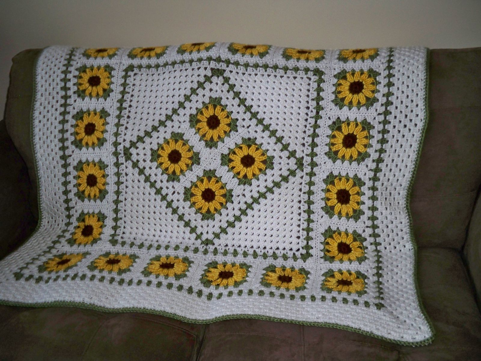 Sunflower Lapghan pattern by Wendi Cusins | Afghan Crochet ...