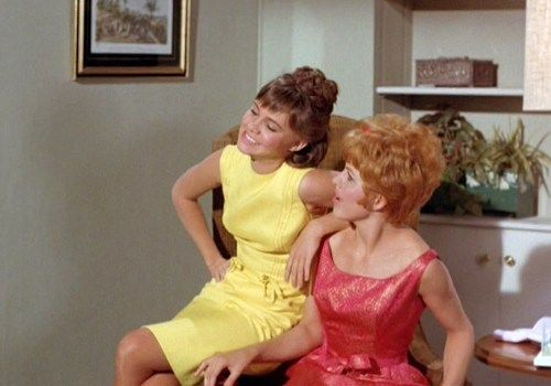 Sally Field & Betty Conner as Gidget and her sister.