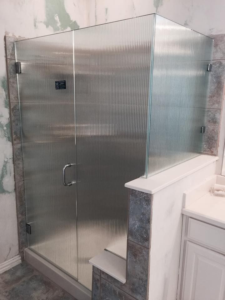 Frameless With Door Notched Panel Return Reeded Pattern Glass
