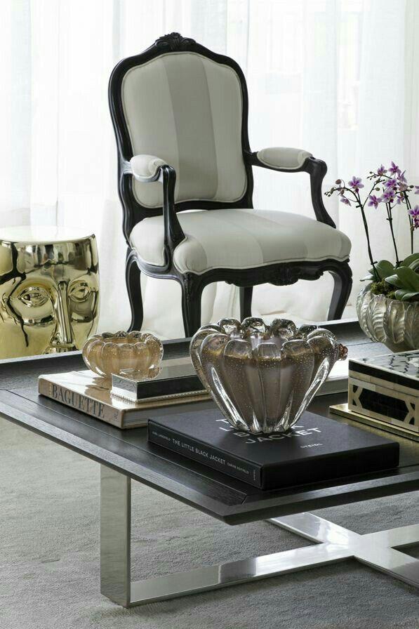 inspirao cadeira estilo luis xv o tecido com listras generosas da um ar moderno