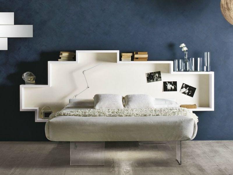 modernes bett mit kopfteil aus holz mit regalen bettdeko. Black Bedroom Furniture Sets. Home Design Ideas