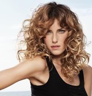 coupe mi long cheveux frises Permanente cheveux, Belle