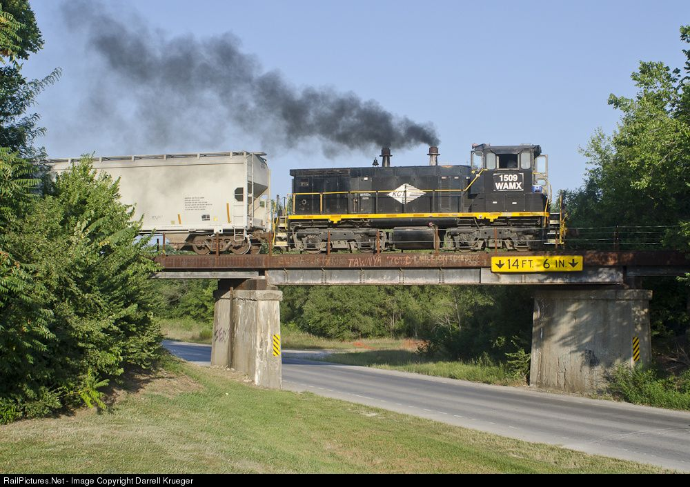 RailPictures.Net Photo: WAMX 1509 Watco EMD SW1500 at Liberty, Missouri by Darrell Krueger