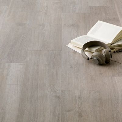 Home Of Style Pebble Oak Laminate Flooring 2 46sq M Homebase Oak Laminate Flooring Flooring Laminate Flooring