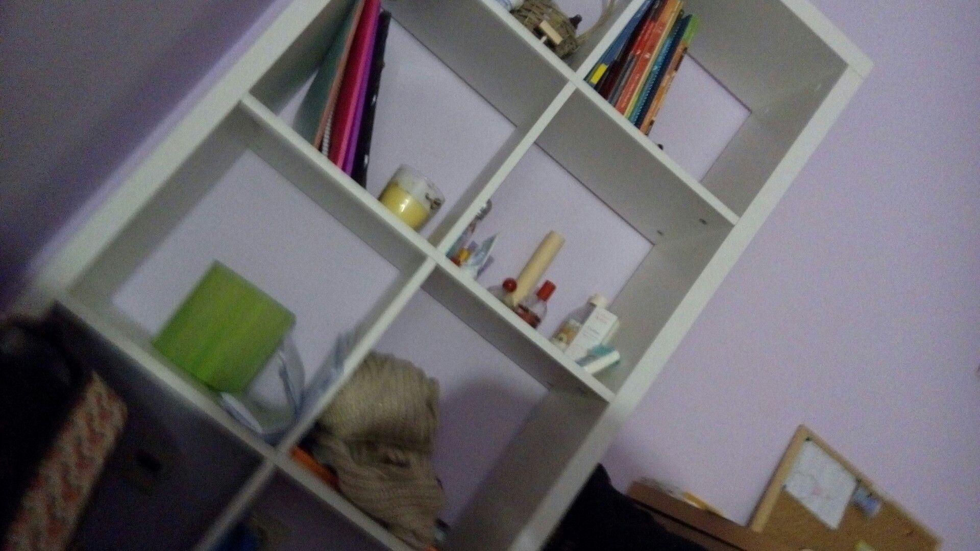 Única parte do meu quarto que está limpa