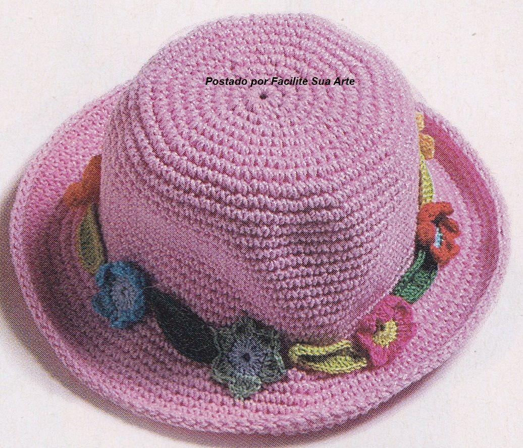 95a635438f83b Chapéu rosa infantil trabalhado em crochê com aplicações de flores ...