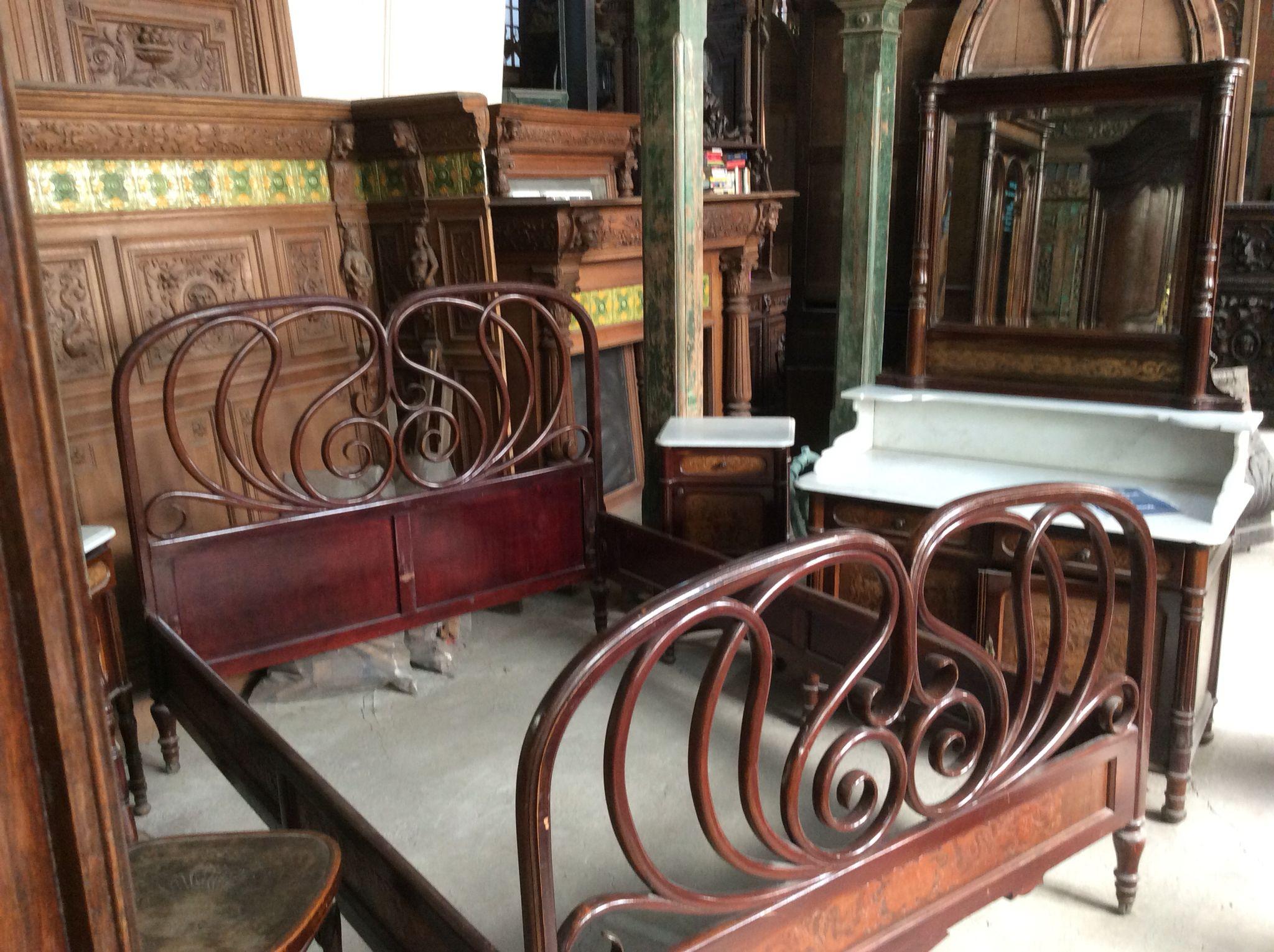 Antieke slaapkamer..... Te koop bij Medussa Heist op den berg ...