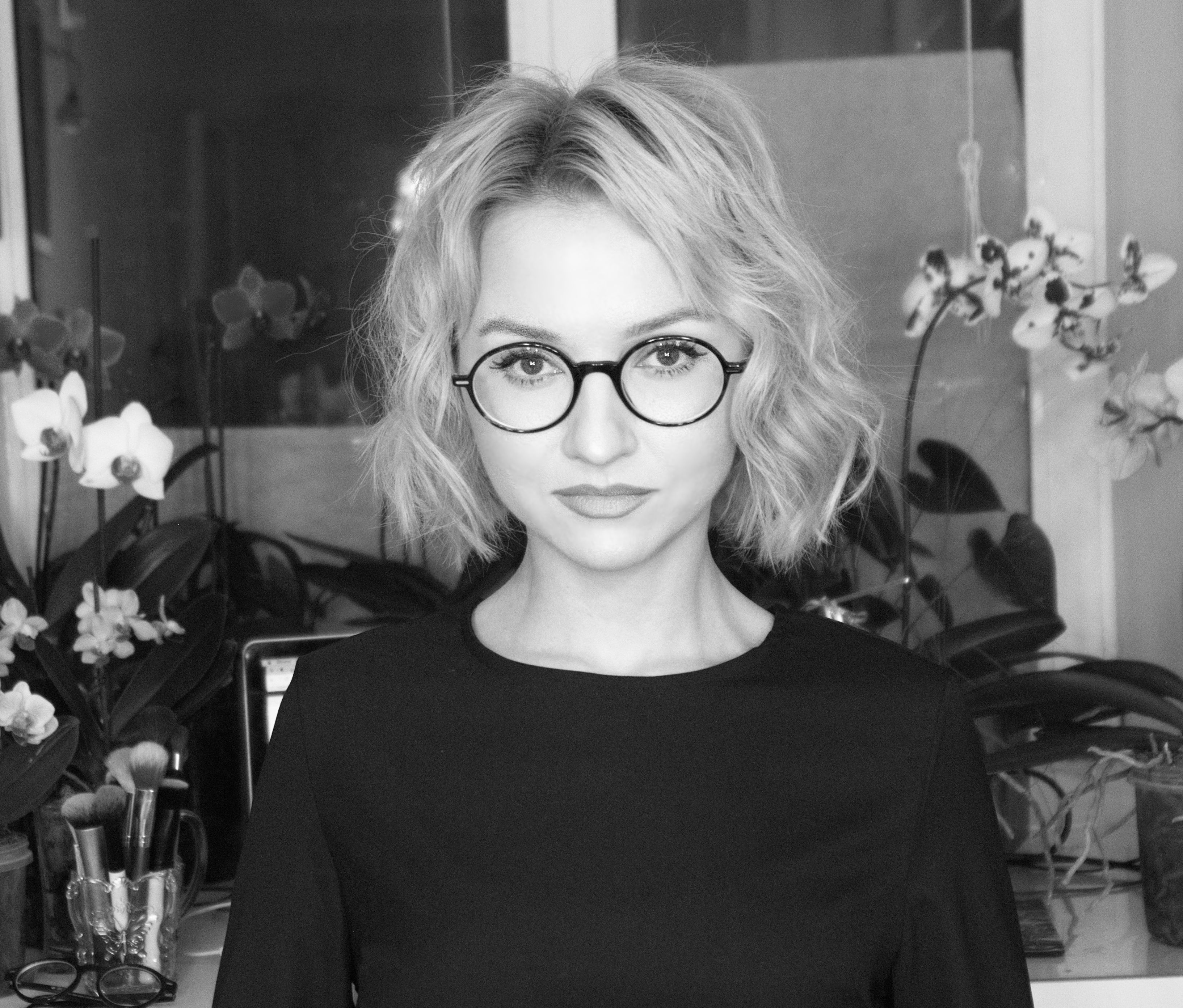 Alyona Yarushina Aly Art Glasses Bob Wavy Hair Haircut Curly Blond Blonde Balayage Light Hair Style Fash Beauty Youtubers Light Hair Makeup History