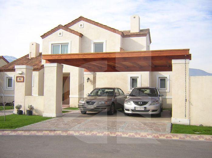 Estacionamiento con pilares de hormig n pintado y techo for Casas con cobertizos
