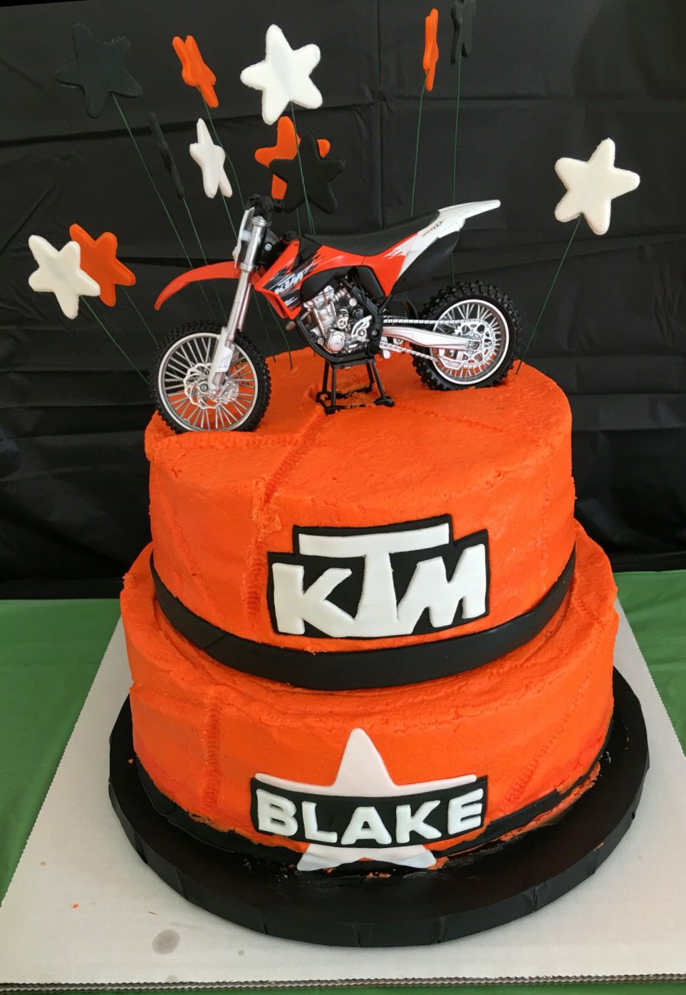 Ktm Themed Motocross Cake The Young Man Had His Dad Put Tire Tracks