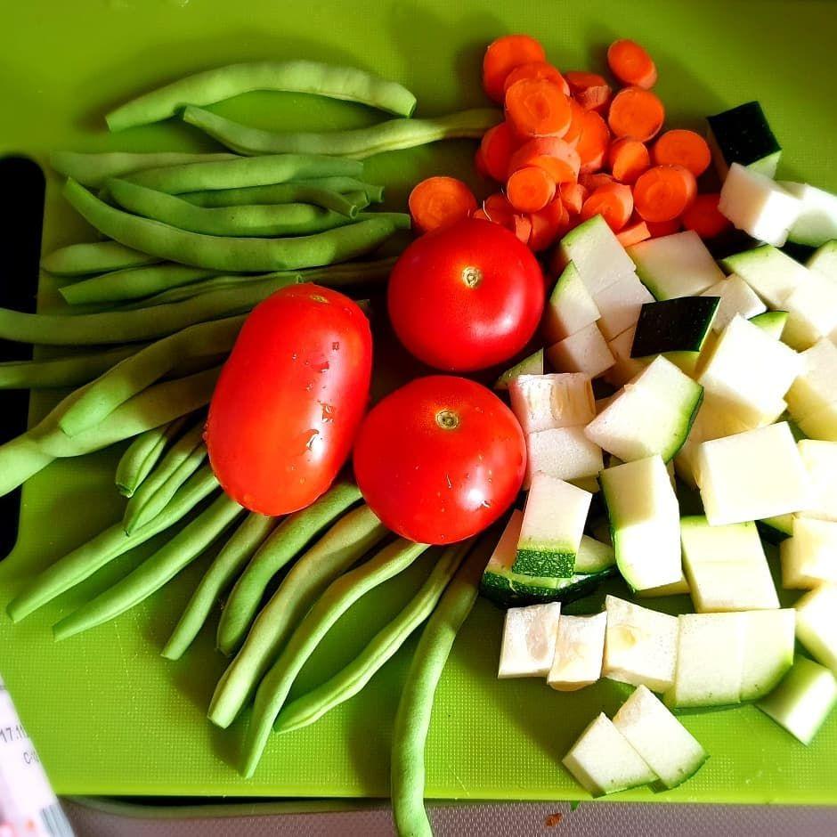 Eine Suppe Schmeckt Doch Gleich Nochmal So Gut Wenn Sie Mit Gemuse Aus Dem Eigenen Garten Gemacht Ist Lalalunafrauke Gemuse Ge With Images Food Vegetables Tomato
