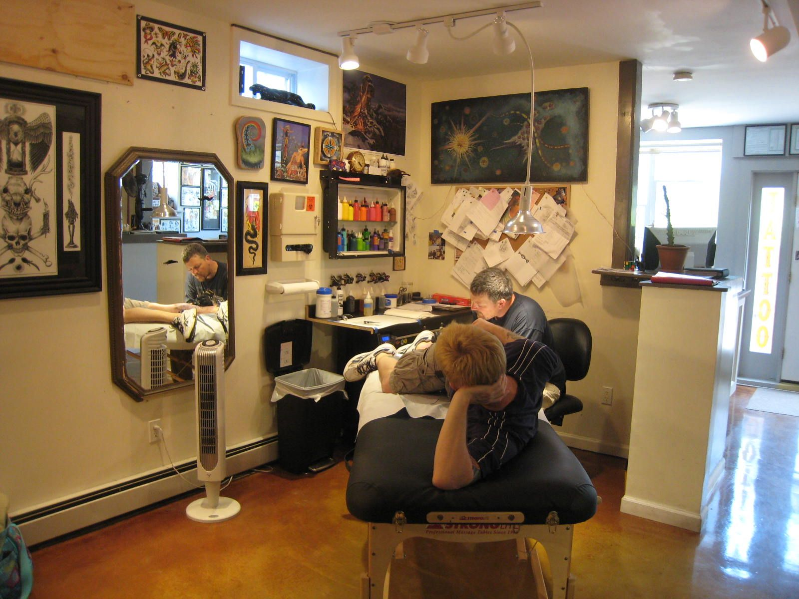 Tattoo shop tattoo studio idea pinterest tattoos for Tattoo shop design