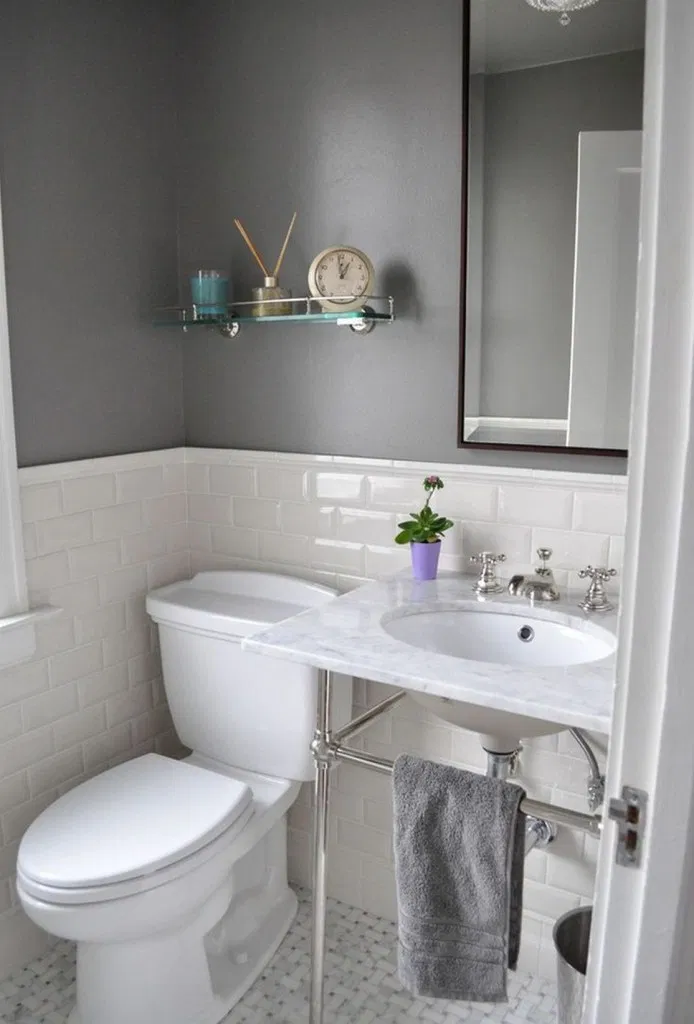 17 Ideas Light And Bright Guest Bathroom Makeover In 2020 Small Space Bathroom Design Bathroom Design Small Traditional Bathroom
