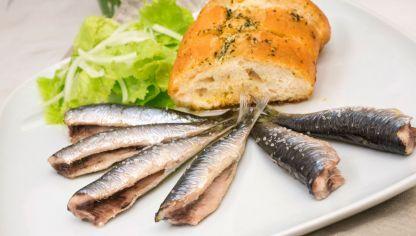 Receta de Sardinas asadas con pan de ajo