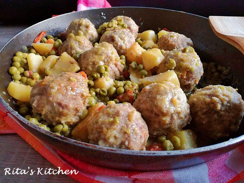 Photo of stewed meatballs with peas