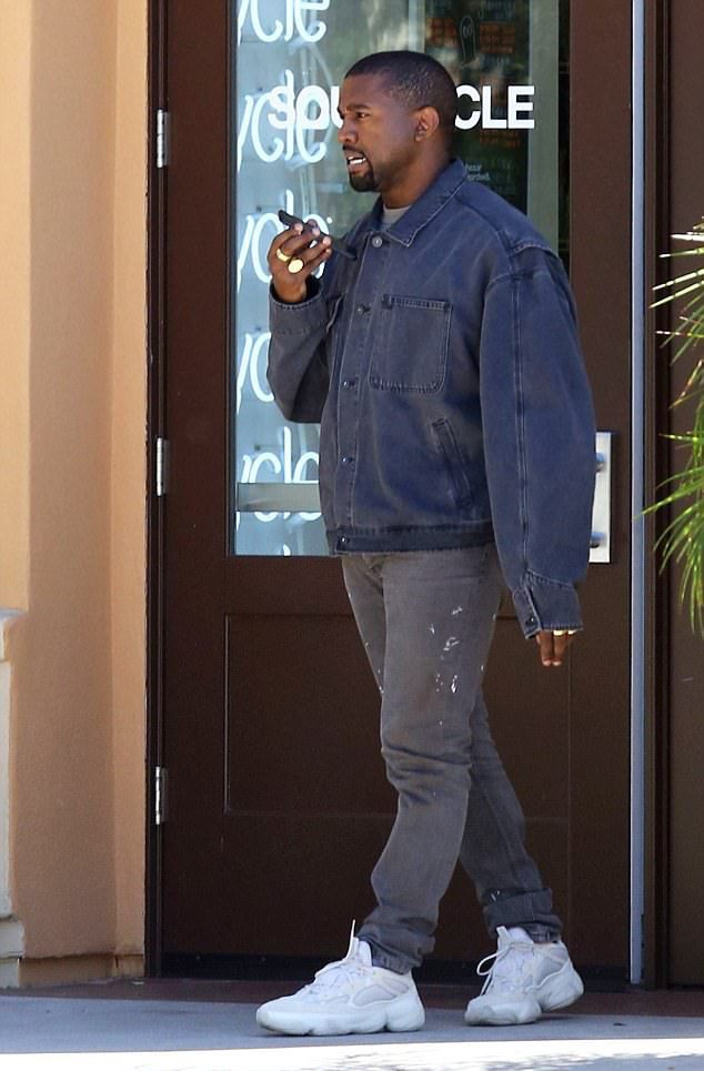 Kanye West Rocks Yeezy Season Denim Jacket Vintage Helmut Lang Jeans And Adidas Yeezy Mudrat 500 Sneakers Vibzn Estilo