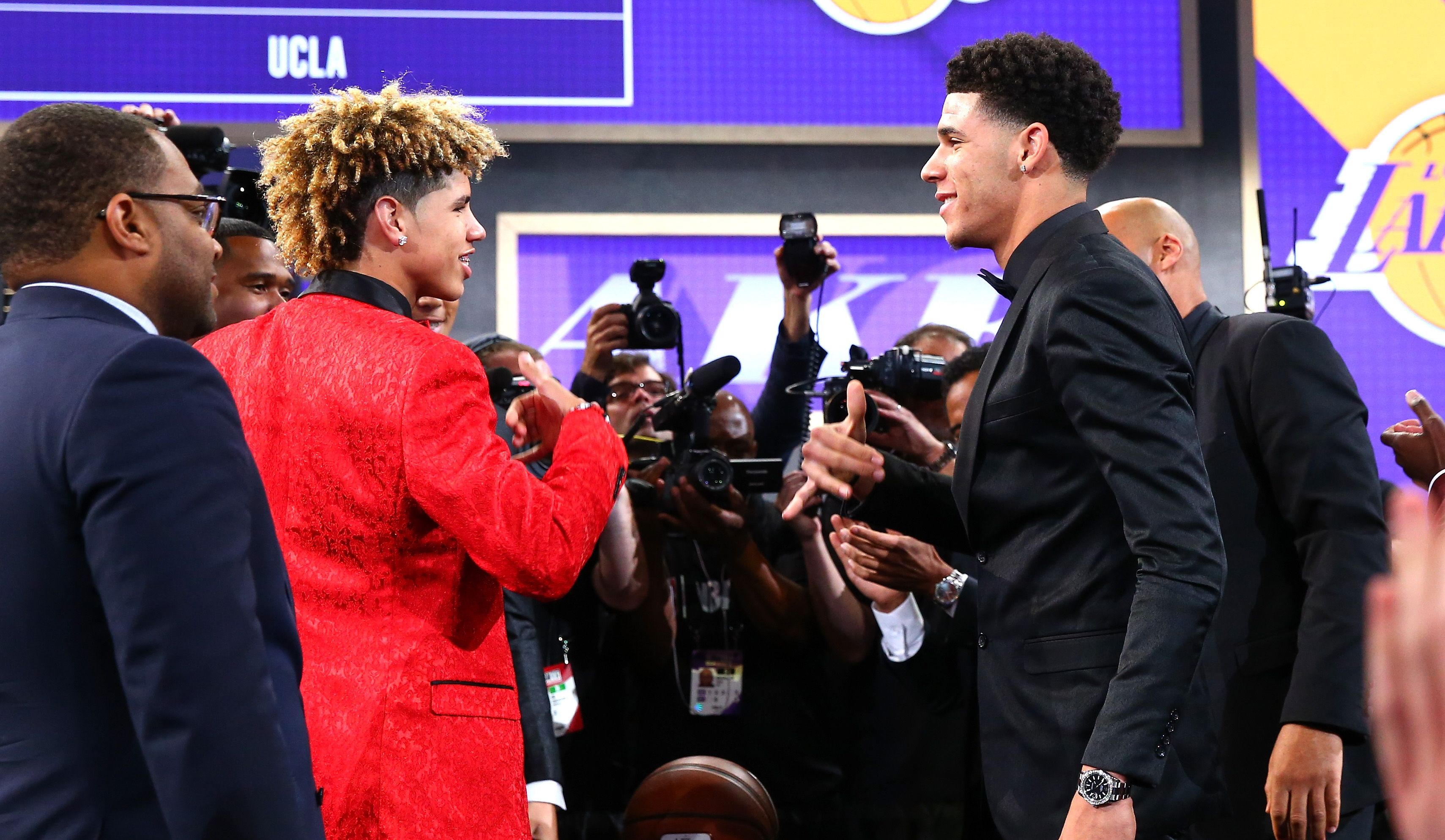 Getting To Know The Real Lonzo Los Angeles Lakers Lamelo Ball Lonzo Ball Liangelo Ball