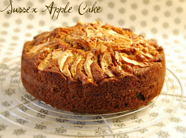 Sussex Cake Apple: Apples and Clove
