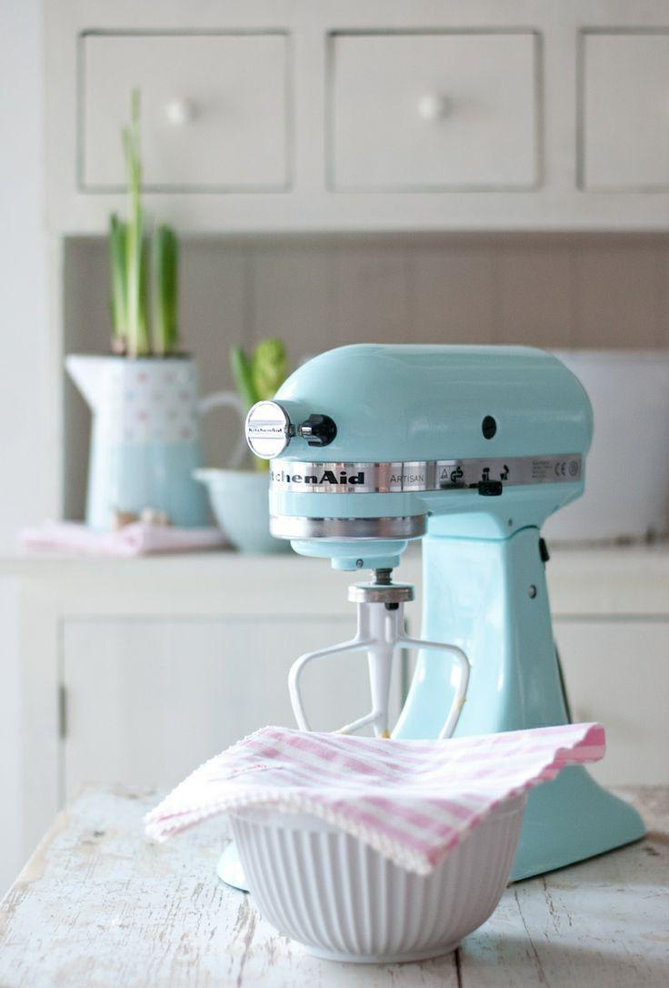Doçura de batedeira azul retrô. Foto: Minty House | For The Home ...
