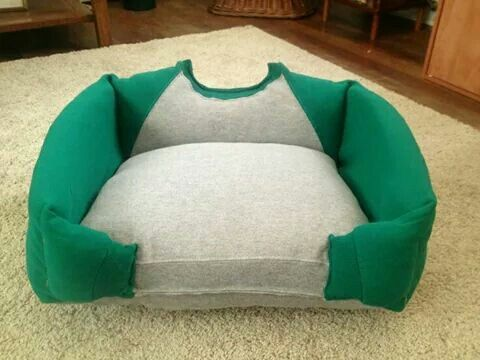 Pet Bed Made From A Sweatshirt Crafty Puppy Beds Diy