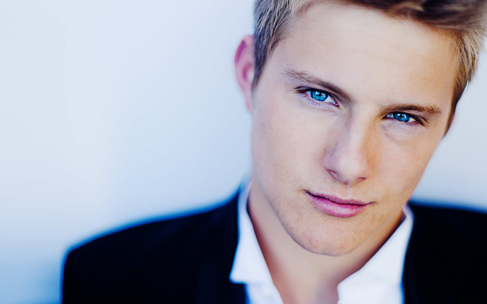 Those Eyes Alex Ludwig 3 Alexander Ludwig Blonde Guys