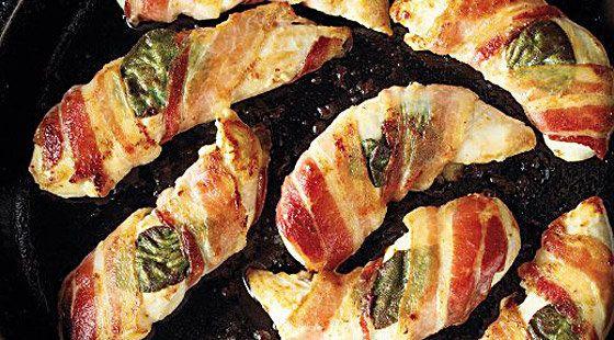 …Lækker opskrift på kyllingeinderfileter rullet i bacon, som er nem og lige til at gå til med ingrediensliste og fremgangsmåde.