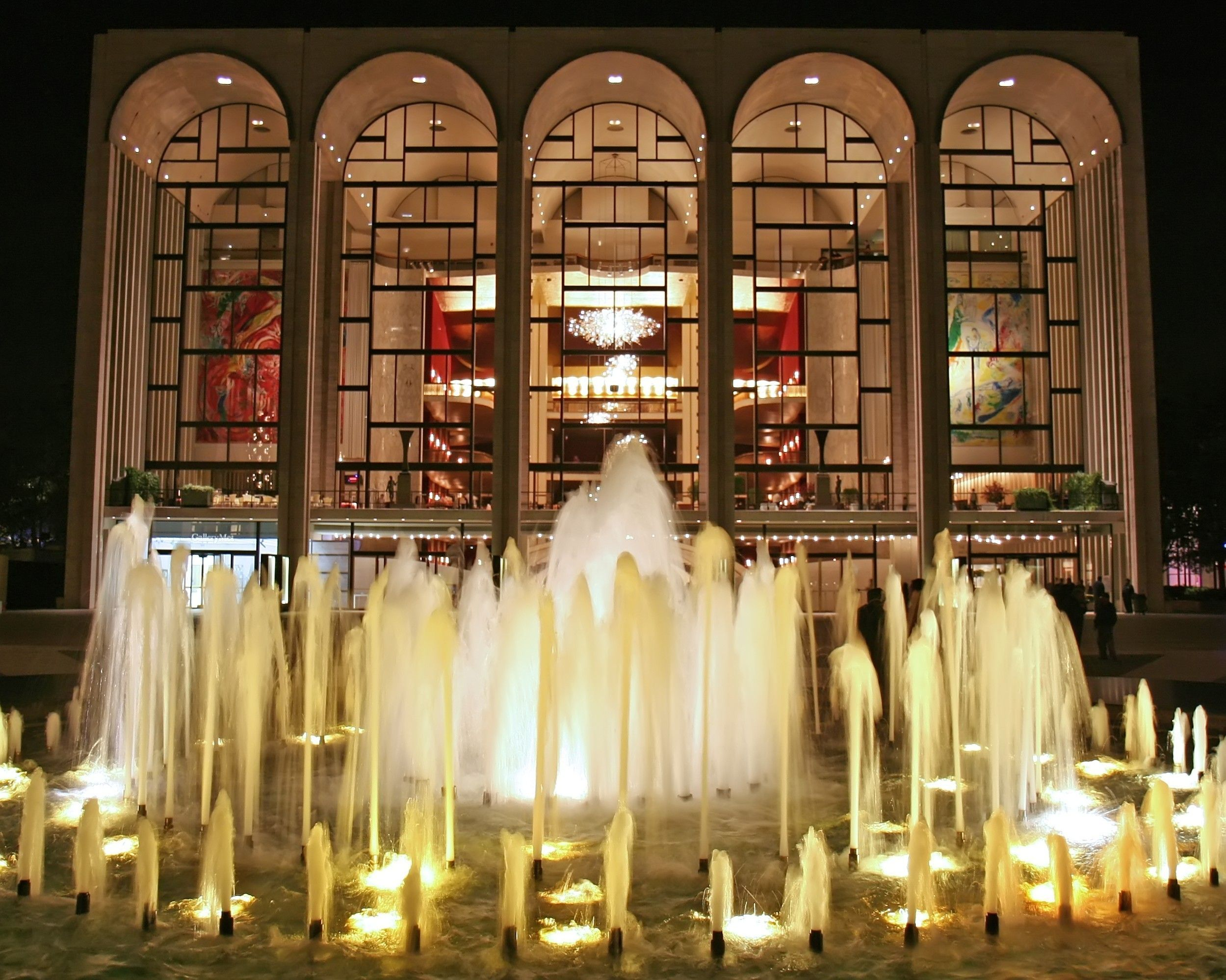 The Metropolitan Opera At Lincoln Center On The Upper West Side Of Manhattan In New York City B New York City Attractions New York Museums Metropolitan Opera