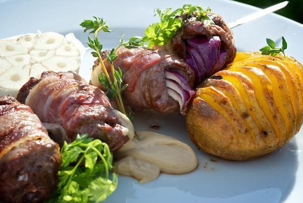 Zbojnícky špíz (slovak outlsws meat skewer)