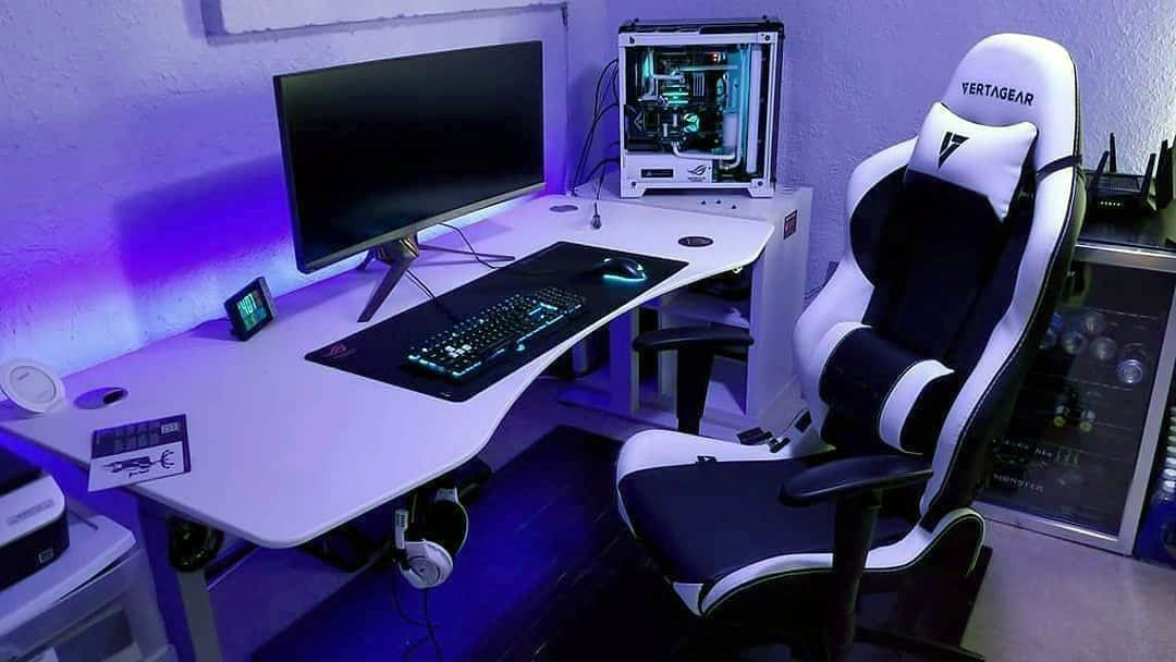 Diy Computer Desk Ideas Gamingdesk Cool And Contemporary Gaming Desk Plans To R Diy Computer Desk Ideas G In 2020 Gaming Desk Plans Gaming Desk Diy Computer Desk