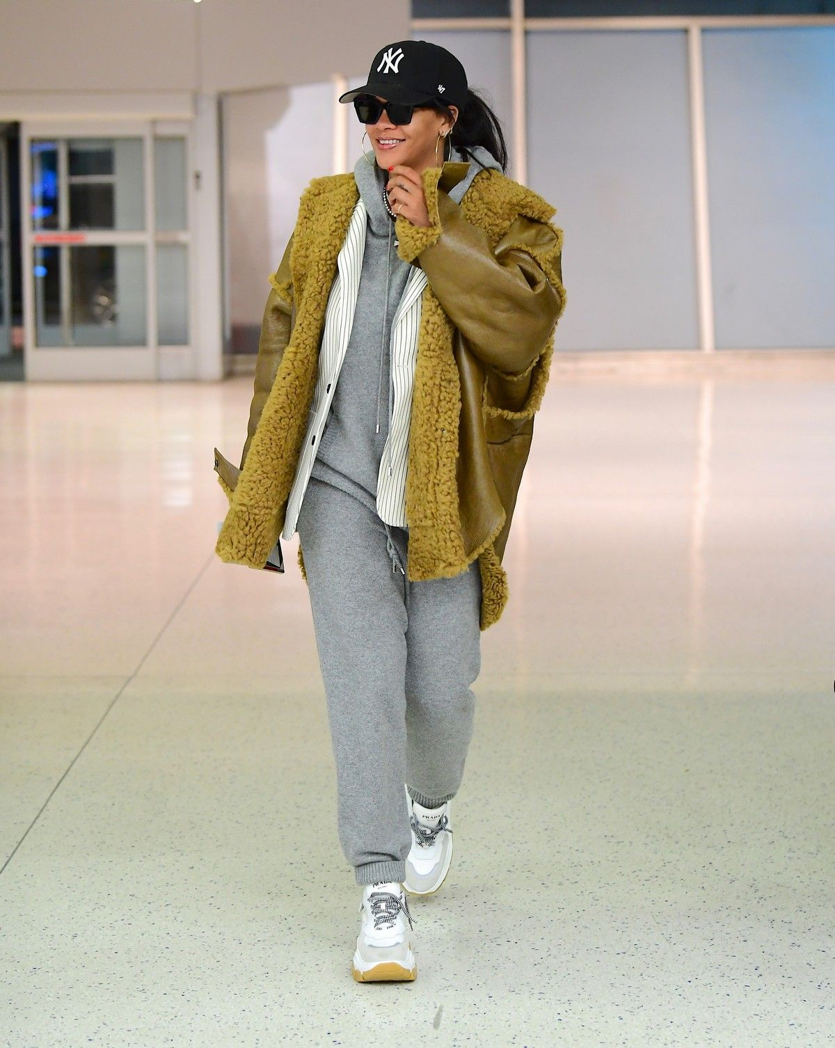 Rihanna in Stylish Jacket leaves at the airport in Teaneck, New Jersey 2019/11/29 - Celebskart
