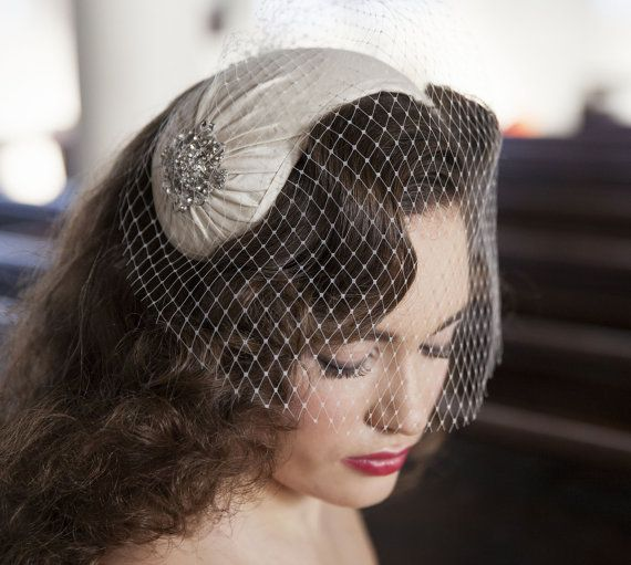 1950s Style Veil And Headpiece Half Hat And Birdcage Veil Etsy Wedding Headpiece Vintage Headpiece Birdcage Veil