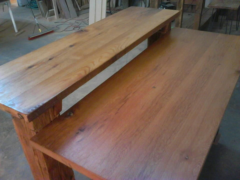 this is a picture of the two tops on this kitchen island made of