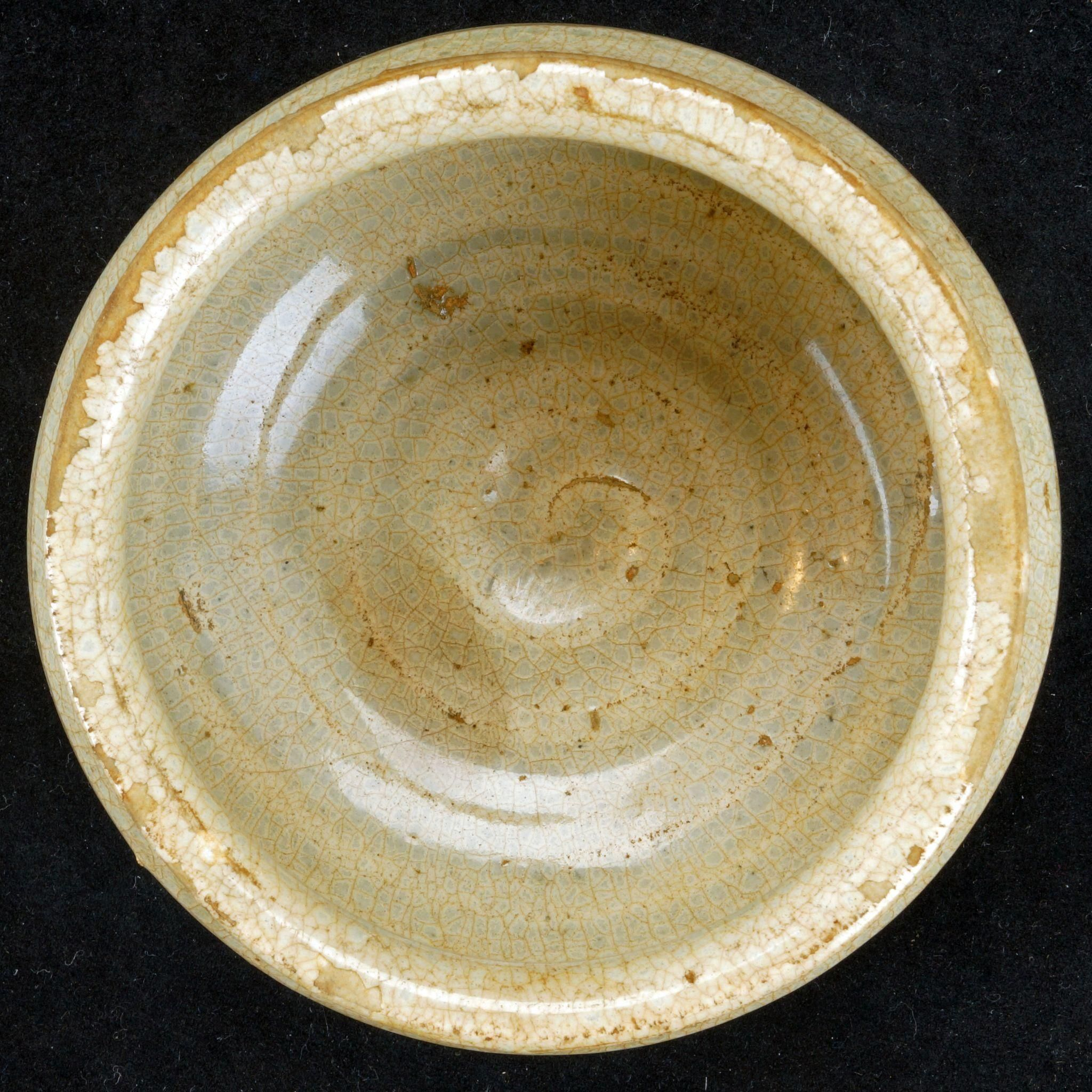 chinese song dynasty small ceramic celadon fire and ice crackle