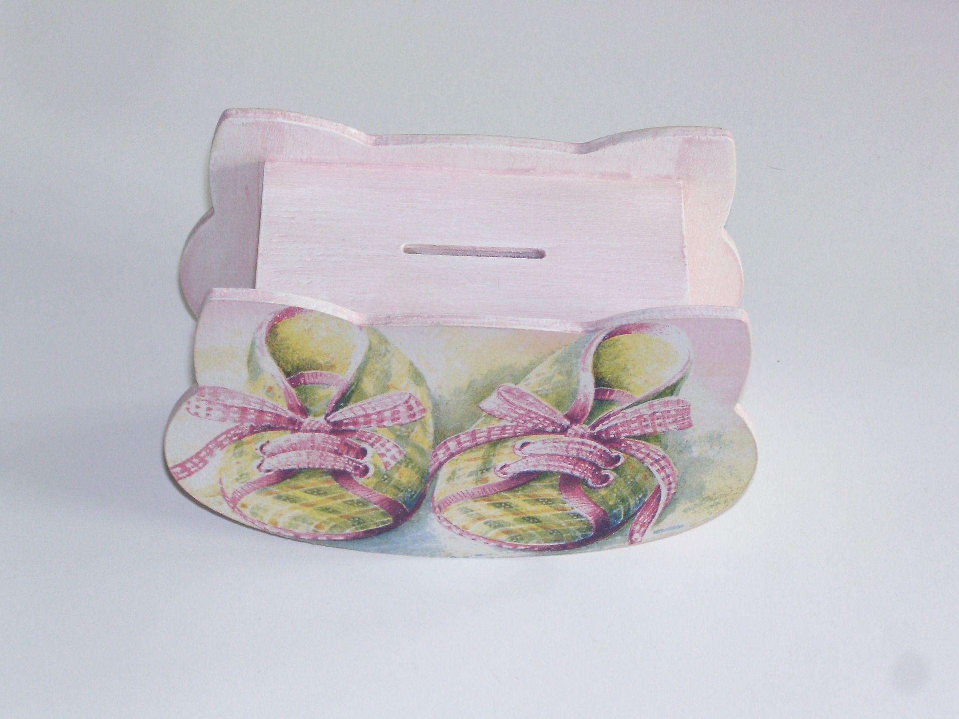 Tirelire Bebe Fille Chaussons Hochet En Bois Blanc Et Rose