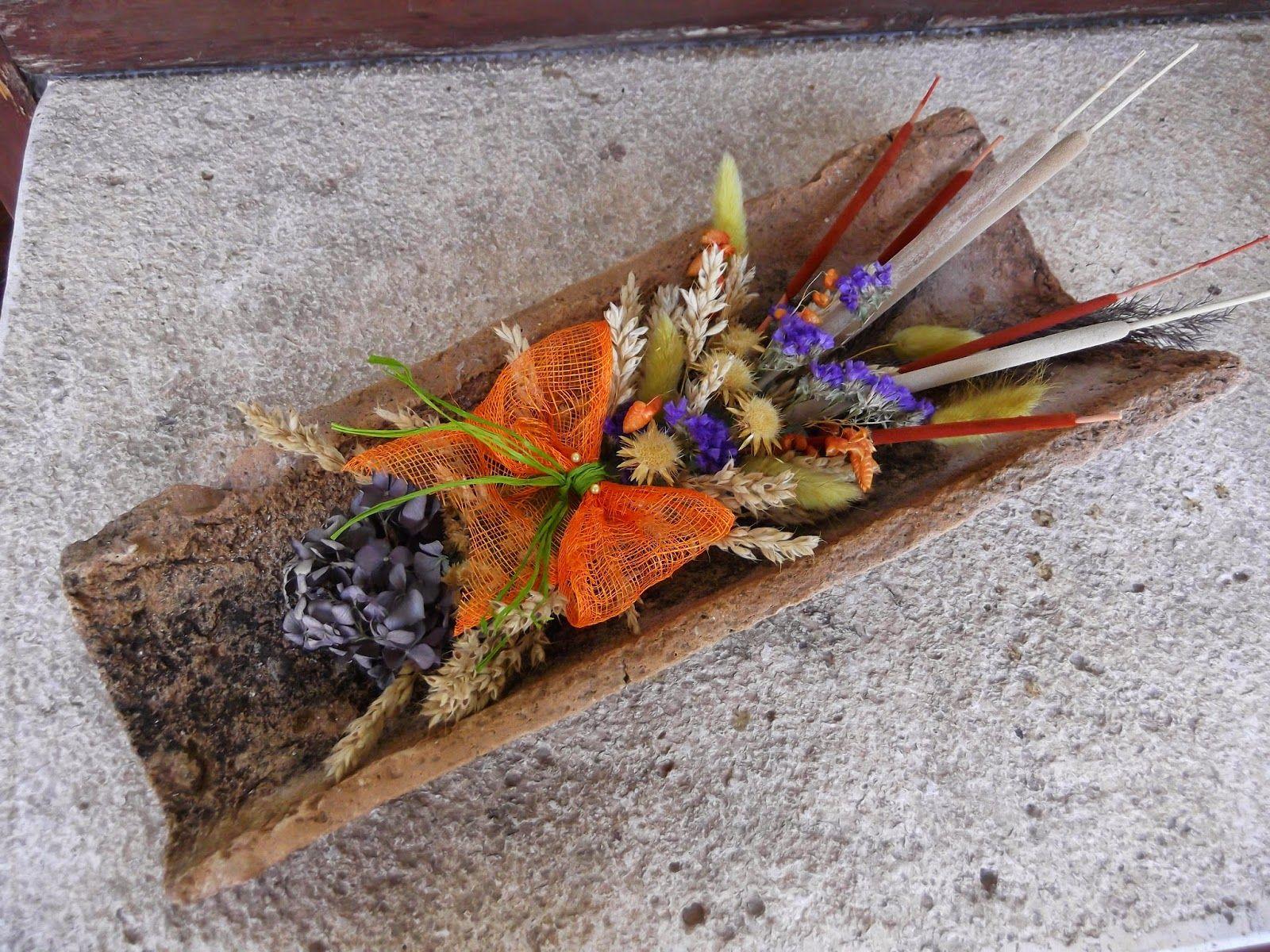 Centro de mesa con teja y decoraci n de flores artesan a - Decoracion con flores secas ...