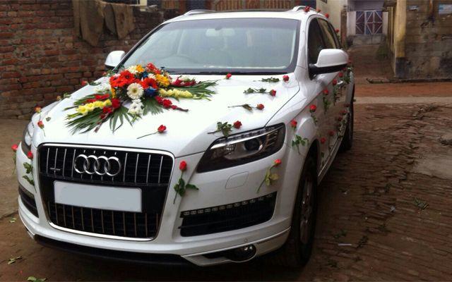 Audi Q7 White Colour For Wedding Rental In Punjab India Punjab Wedding Cars 918146063555 918000000605 Wedding Car Luxury Car Rental Car Rental Company