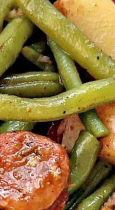 Slow Cooker Cajun Sausage, Potatoes and Green Beans #cajuncooking