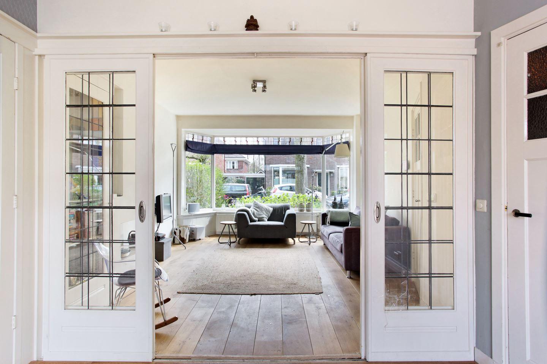 Voorbeeld van een kamer en suite met glas in lood schuifdeuren kamer en - Voorbeeld kamer ...