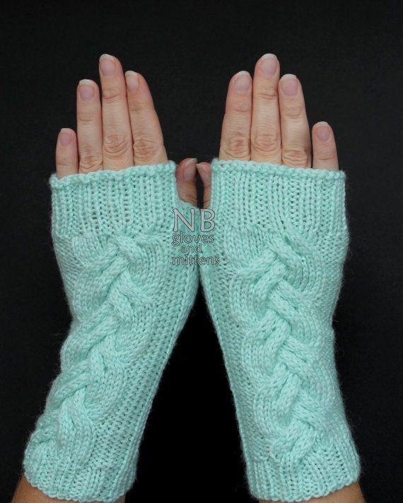 Handgestrickte fingerlose Handschuhe, Minze, Bekleidung und ...