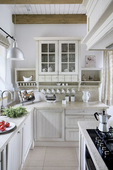 20 Country Kitchens With Character White farmhouse kitchens - shabby chic küchen