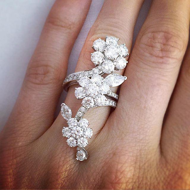 Bague Van Cleef & Arpels modèle Broderie full of diamonds Van Cleef &…