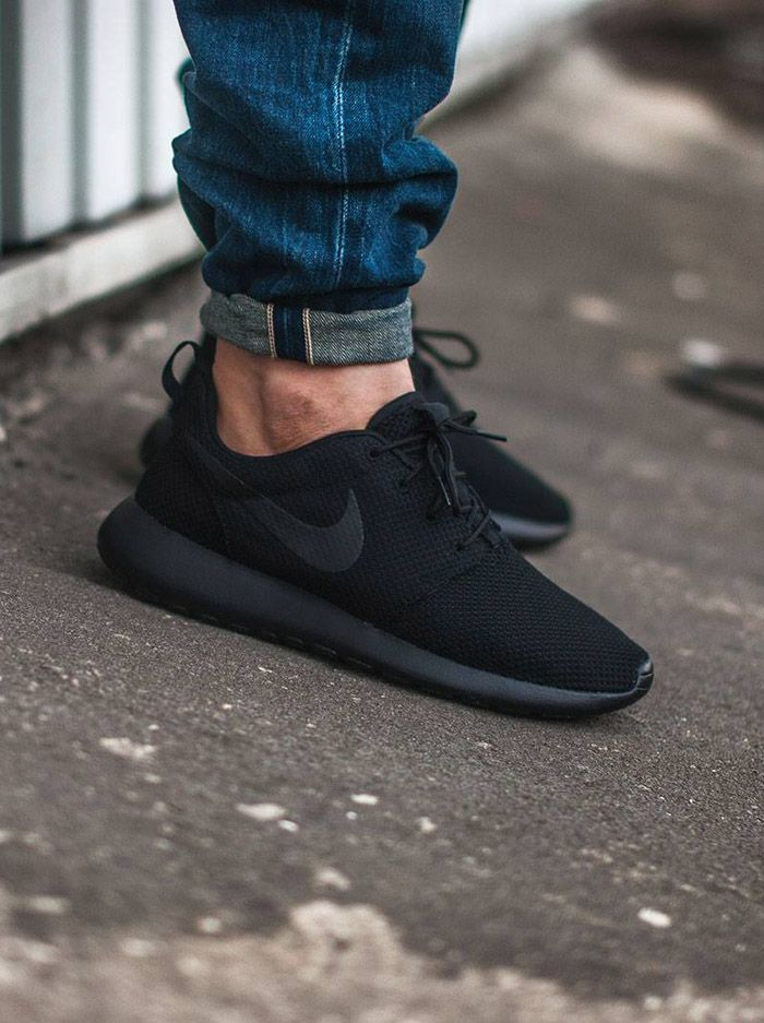 huge discount 491f7 89c80 NIKE All Black Roshes Nike Roshe Men, Nike Roshe Black, All Black Running  Shoes
