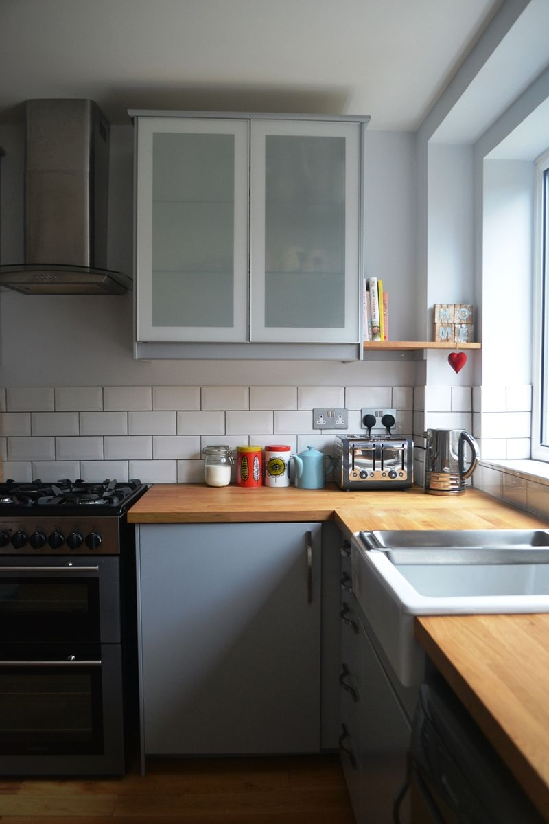 Ikea Veddinge grey kitchen with oak worktop and open shelves ...