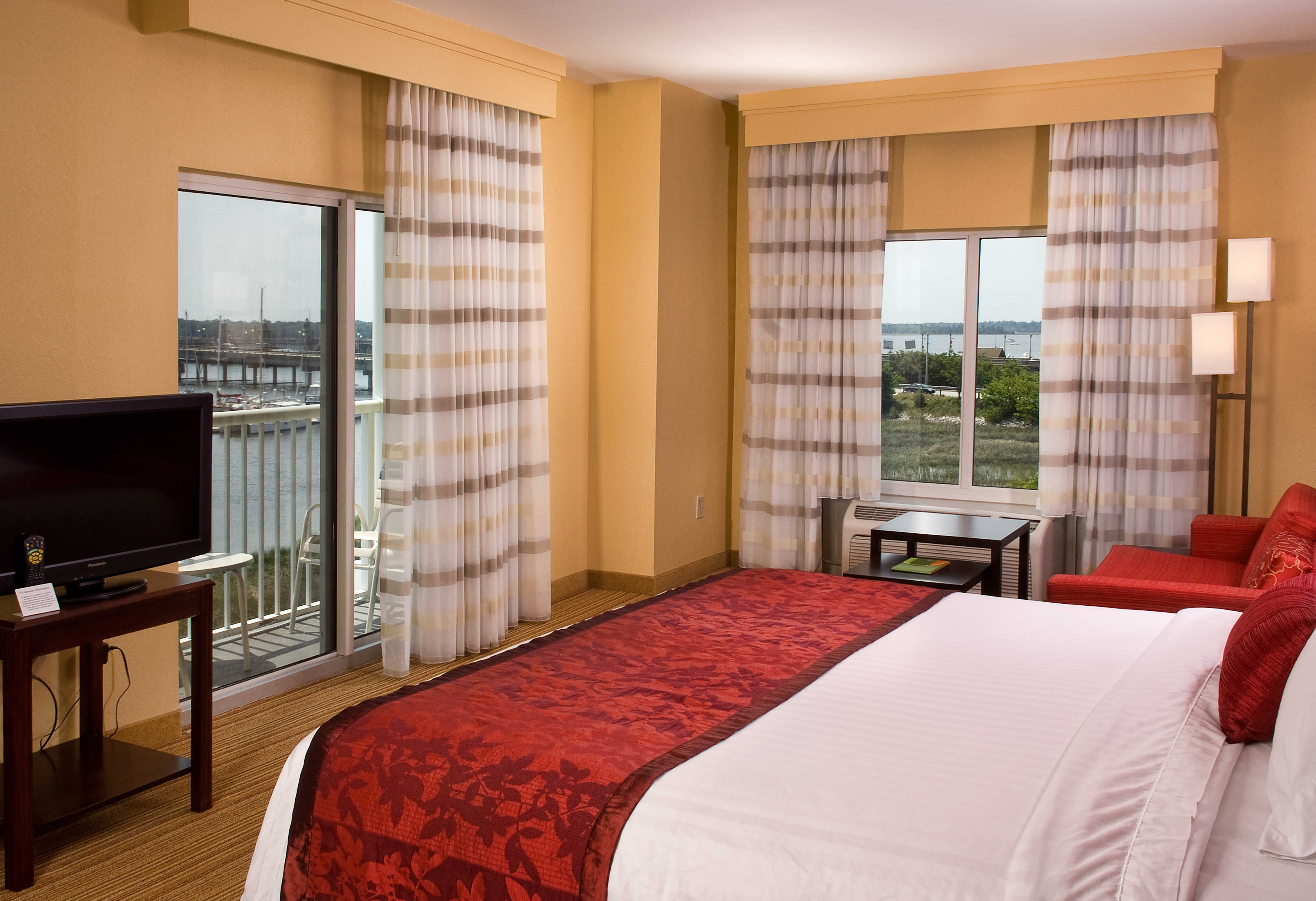 Pin By Courtyard Charleston Waterfront On Our Rooms Ergonomic