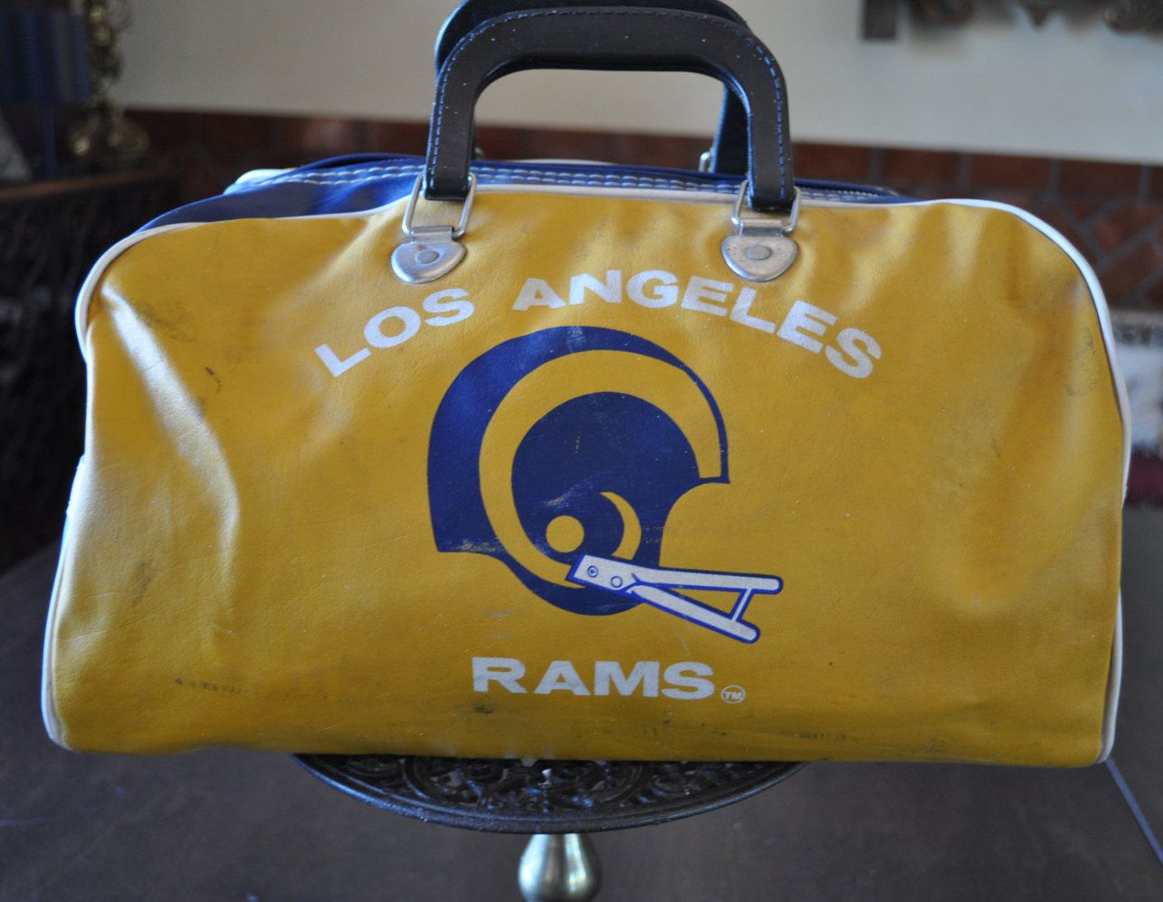 Los Angeles Rams Vintage Gym Bag Team Vinyl Zipper Close Football Travel Tote Great Retro Piece