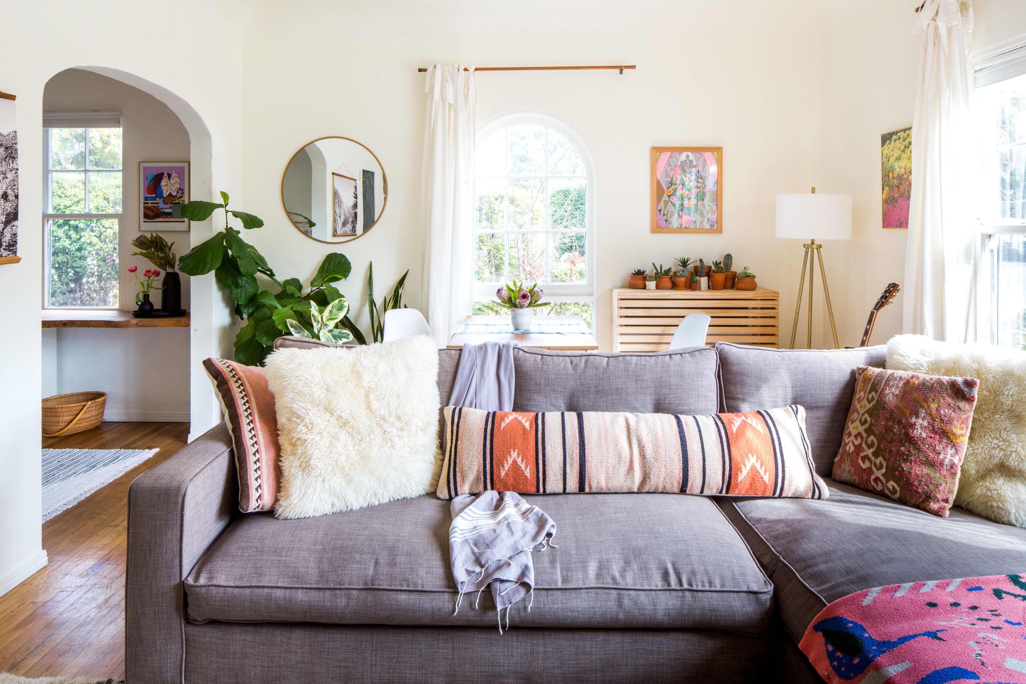 A Boho Minimal Rental In Santa Barbara Summer Living Room Decor Summer Living Room Living Room Colors