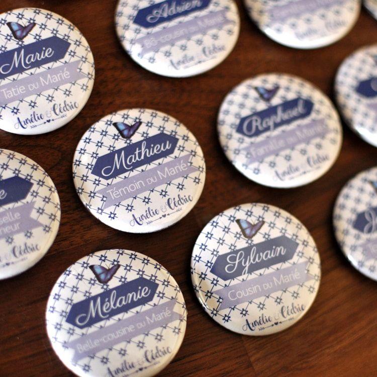 Badge personnalisé Mariage / Thème bleu, carreaux et papillons