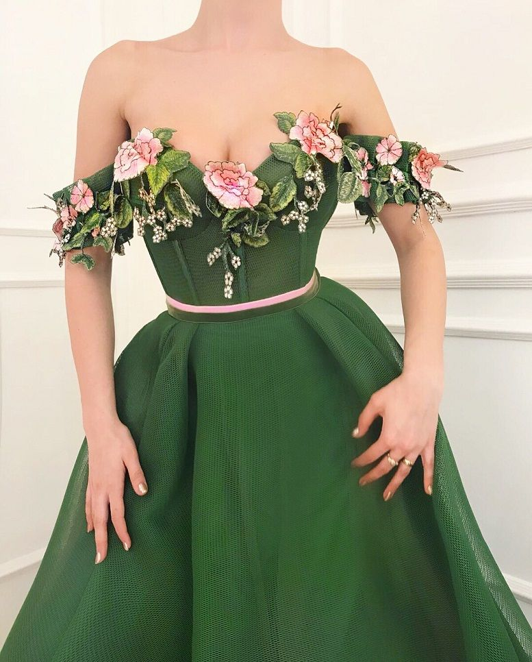 28 Prom Dresses That Will Make You The Prom Queen - Sweetheart neckline green dress #promdress #bluedress