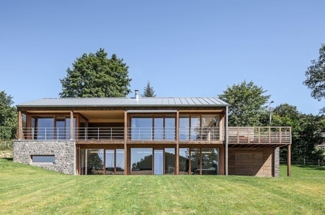 Modernes Holzhaus mit Ausblick